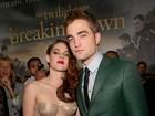 Robert Pattinson e Kristen Stewart posam juntos em première