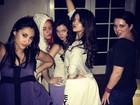 Selena Gomez posta foto se divertindo ao lado das amigas