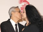 Caetano dá selinho em Sônia Braga em cerimônia do Grammy Latino
