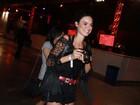 Thaila Ayala passa noite de comemoração sozinha em festa