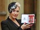 Kate Winslet é homenageada no Palácio de Buckingham