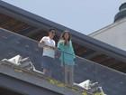 Michele Alves aparece com a família em varanda de hotel de Madonna