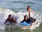 Filhos e namorado de Madonna se divertem em dia de folga no Rio