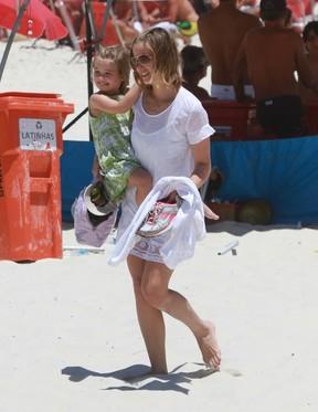 Luiza Valdetaro com a filha (Foto: Delson Silva/Agnews)
