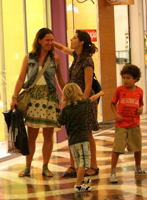 Vanessa Loes no shopping da Gávea (Foto: Alice Silva / Ag. News)