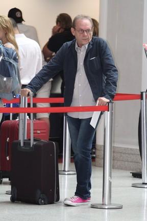 Jose Wilker no aeroporto Santos Dumont, RJ (Foto: Leotty Jr./Agnews)