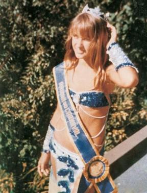 Xuxa no carnaval de 1976 (Foto: Reprodução / Facebook)