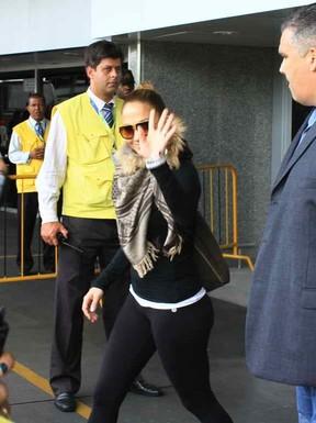 Jeniffer Lopez chega ao Rio (Foto: Francisco Silva / Ag. News)