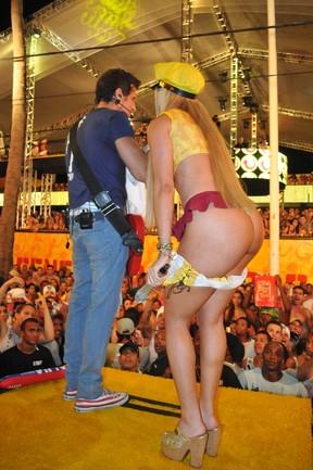 mini tuca panicat tira roupa 6 Flagras do Carnaval 2012: veja Carnaval 2012 fotos proibidas e muito mais videos de carnaval