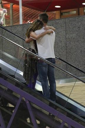 Rodrigo Hilbert e Fernanda Lima em shopping (Foto: Marcos Ferreira/ Photo Rio News)