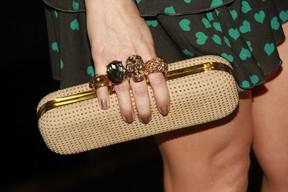 Detalhe da mão de Fernanda Vasconcellos (Foto: Isac luz / EGO)