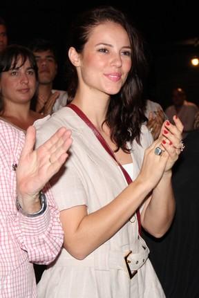 Paola Oliveira vai ao teatro no Rio (Foto: Roberto Filho/ Ag.News)