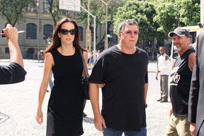 Ana Furtado e Boninho no velorio de Chico Anysio (Foto: Henrique Oliveira/Photorio News)