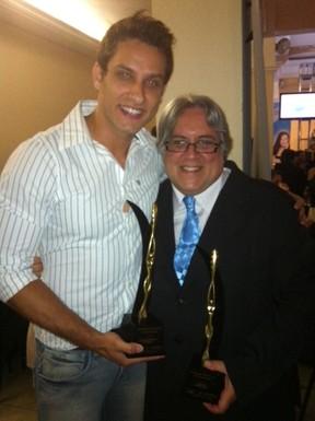 Ex-BBB Eliéser é homenageado em premiação em São Paulo (Foto: Divulgação)