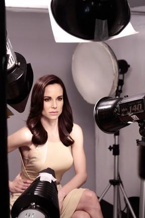 Ana Furtado posa para campanha de cosméticos (Foto: Marcelo Correa/Divulgação)