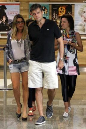 Otaviano Costa e Flávia Alessandra em shopping no Rio (Foto: Marcus Pavão/ Ag. News)