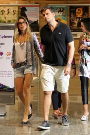 Flávia Alessandra e Otaviano Costa em shopping no Rio (Foto: Marcus Pavão/ Ag. News)