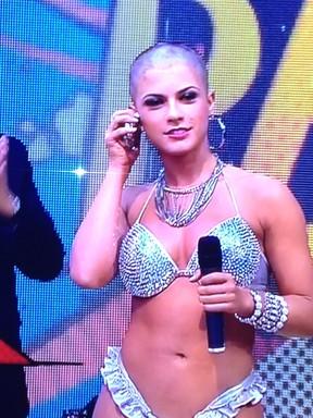 Panicat Babi Rossi fica careca no programa 'Pânico' (Foto: Reprodução de TV)