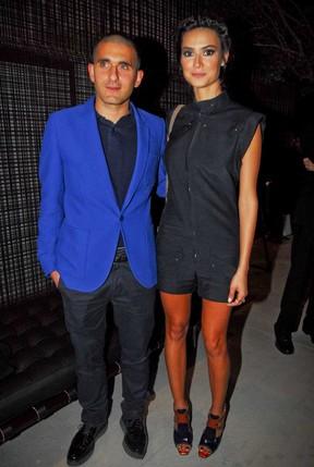 Thaila Ayala com Felipe Oliveira em evento de moda em São Paulo (Foto: Celso Akin/ Ag. News)