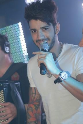 Gusttavo Lima dá palinha em boate carioca (Foto: Marco Macedo/Divulgação)