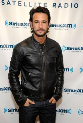 Rodrigo Santoro participa de programa de rádio em Nova York, nos Estados Unidos (Foto: Getty Images/ Agência)