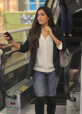 Juliana Paes passeia com secretário em shopping do Rio (Foto: Marcus Pavão / AgNews)