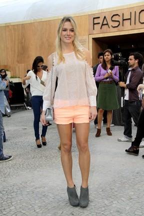 Fiorella Mattheis no Fashion Rio (Foto: Isac luz / EGO)