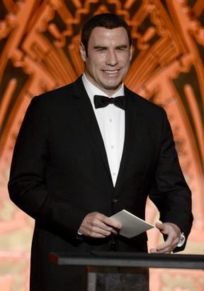 Em sua primeira aparição pública pós-acusações de assédio sexual, John Travolta participa do American Film Institute Life Achievement Awards, em Los Angeles (Foto: AFP)