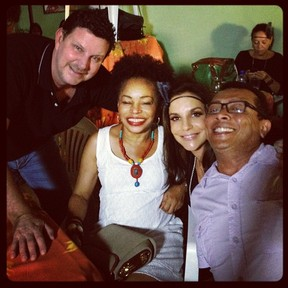 Ivete Sangalo reúne amigos em Salvador para assistir 'Gabriela' (Foto: Twitter/ Reprodução)