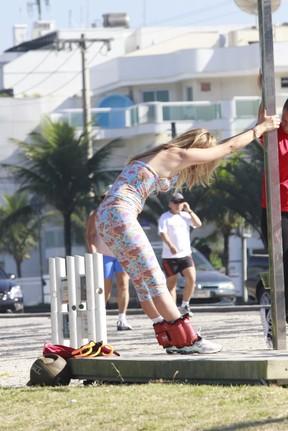 Susana Werner na praia no Rio (Foto: Dilson Silva/AgNews)