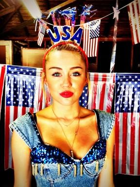 Miley Cyrus comemora o Dia da Independência dos Estados Unidos (Foto: Twitter/ Reprodução)