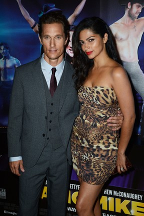 Matthew McConaughey e Camila Alves na première de 'Magic Mike' em Londres, na Inglaterra (Foto: Getty Images/ Agência)