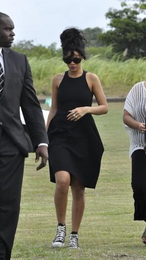 Rihanna vai ao enterro da avó em Barbados, sua terra natal