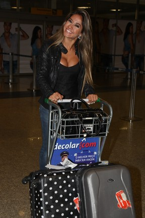 Mayra Cardi no aeroporto de Congonhas (Foto: Manuela Scarpa / Foto Rio News)
