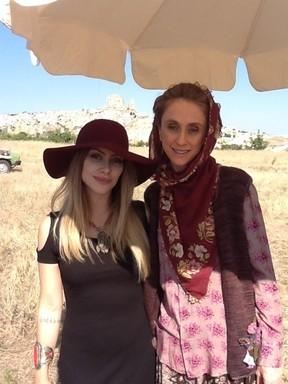 Cleo Pires e Betty Goffman na Capadócia, na Turquia (Foto: Twitter/ Reprodução)
