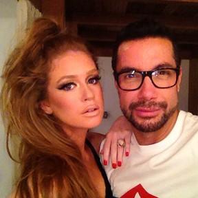 Marina Ruy Barbosa e Fernando Torquatto em bastidores de ensaio (Foto: Instagram/ Reprodução)