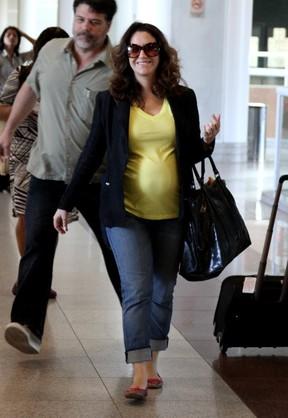 Cantora Maria Rita Grávida Usando Calça Jeans da Zazou Moda Gestante para Viajar