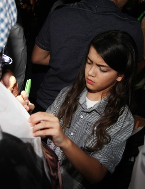 Filhos de Michael Jackson participam de homenagem ao pai 000_150991696