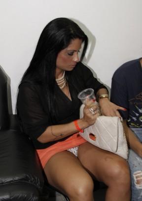 Dani Sperle em show do grupo Revelação no Rio (Foto: Isac Luz/ EGO)