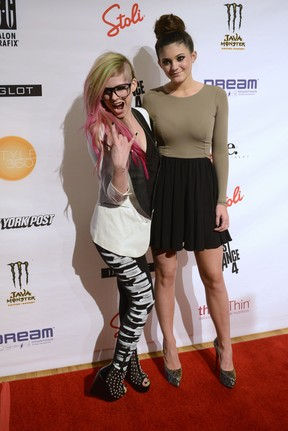 Avril Lavigne e Kylie Jenner em evento de moda em Nova York, nos Estados Unidos (Foto: Keith Bedford/ Reuters/ Agência)