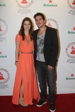 Nathalia Dill com o namorado Caio Sóh em show no Rio (Foto: Rogério Fidalgo/ Ag. News)