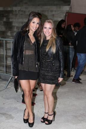 Pérola Faria e Carla Diaz em show no Rio (Foto: Marcello Sá Barretto/ Foto Rio News)