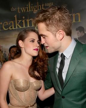 Robert Pattinson e Kristen Stewart posam juntos em première em Los Angles, nos EUA (Foto: Christopher Polk/ Getty images/ Agência)