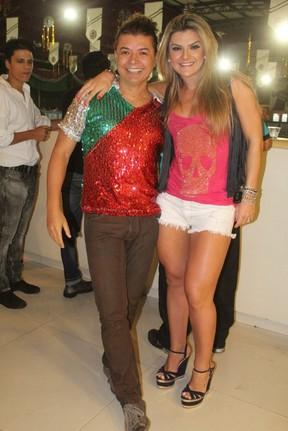 David Brazil e Mirella Santos na quadra da Grande Rio (Foto: Rodrigo dos Anjos / AgNews)