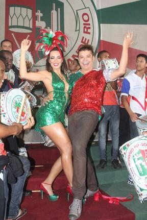 Carla Prata e David Brazil na quadra da Grande Rio (Foto: Rodrigo dos Anjos / AgNews)