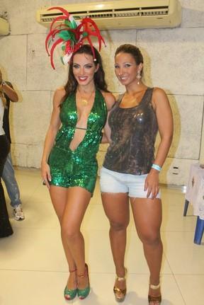 Carla Prata e Valesca Popozuda na quadra da Grande Rio (Foto: Rodrigo dos Anjos / AgNews)