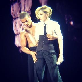 Madonna com o namorado em show no Rio em foto postada por Hugo Gloss (Foto: Instagram/ Reprodução)