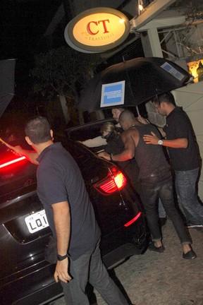 Madonna com o namorado, Brahim Zaibat, em restaurante na Zona Sul do Rio (Foto: Delson Silva/ Ag. News)