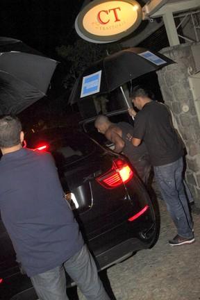Brahim Zaibat, namorado de Madonna, deixa restaurante na Zona Sul do Rio (Foto: Delson Silva/ Ag. News)