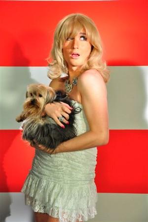 Serginho como Paris Hilton (Foto: Aline Barberá/Divulgação)